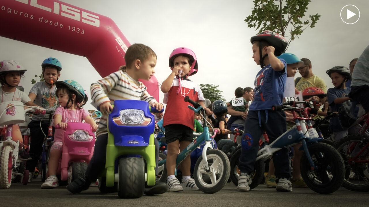 Más de 600 niños colaboran contra el cáncer en la Carrera de Bicis y Triciclos de Afanion