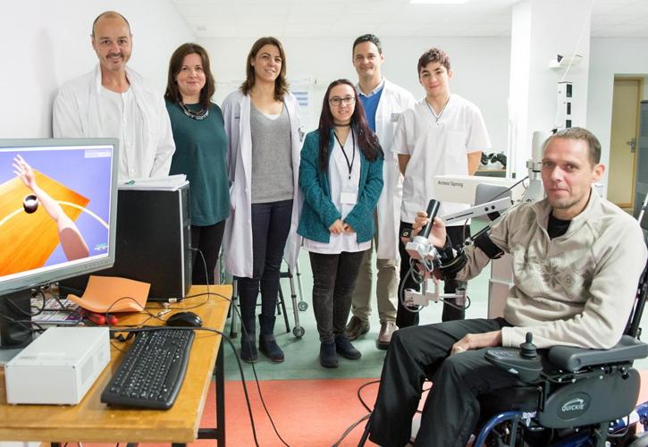 El Hospital Nacional de Parapléjicos estudia la efectividad de un exoesqueleto con realidad virtual para rehabilitar el miembro superior