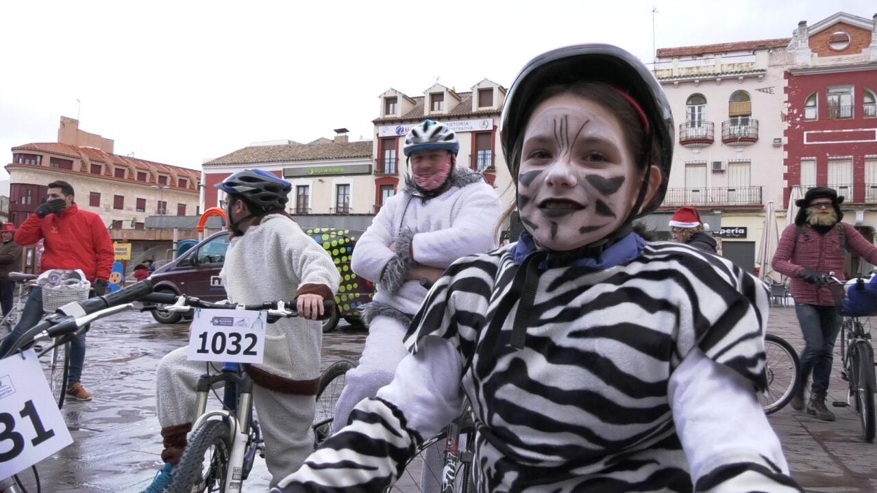 Carnavalcázar sobre ruedas  con la II Ciclalgata de Alcázar