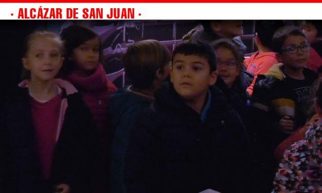 Los escolares alcazareños disfrutan de las visitas teatralizadas del Museo Casa del Hidalgo durante las V Jornadas de Vino y Bautismo Qervantino