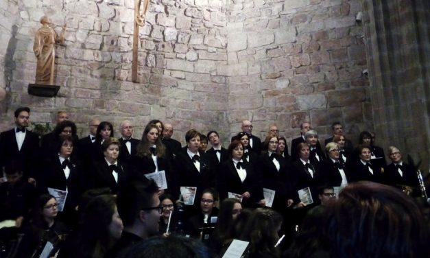 """Lleno absoluto en la Iglesia de San Francisco para disfrutar de """"Devotio"""", el concierto que ofreció  La Coral Polifónica de Alcázar de San Juan"""