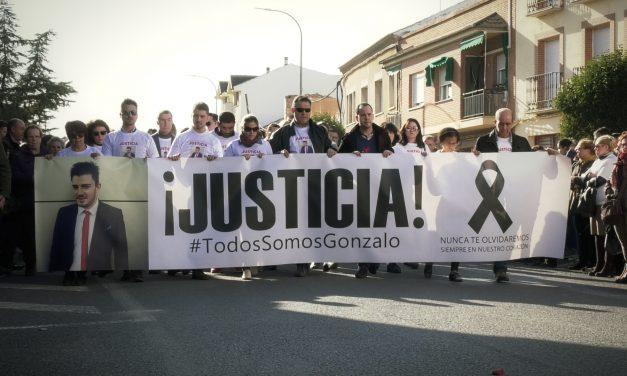 Miles de personas han participado en la marcha en homenaje a Gonzalo Buján en Herencia