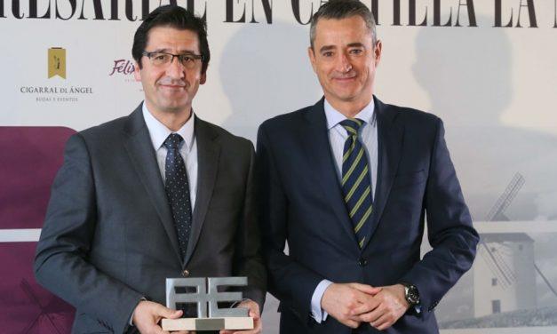 Caballero recoge el premio a FENAVIN como Mejor Iniciativa Pública otorgado por la revista Actualidad Económica