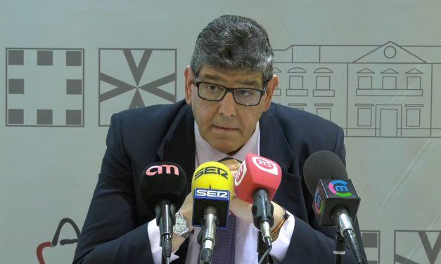 """El PP acusa al equipo de Gobierno de realizar la """"mayor traición en la historia de la democracia en Alcázar"""" con los empleados públicos"""
