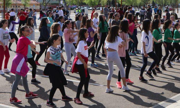 El Día de la Educación Física  reúne a más de 400 estudiantes en el ferial