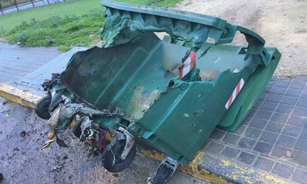 La policía alerta de los incendios intencionados de los contenedores de basura en Alcázar de San Juan