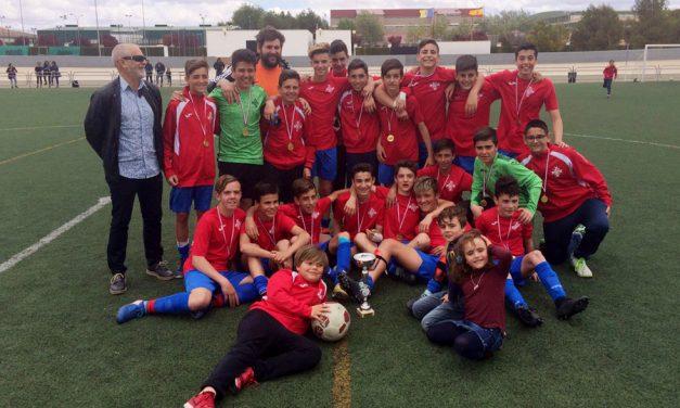 """El Infantil """"A"""" de la EFB Alcázar se proclama campeón provincial tras vencer al FB Atlético Puertollano por 4-0"""