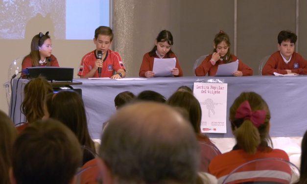Los escolares alcazareños cumplen con la tradicional lectura de 'El Quijote' en el Ayuntamiento
