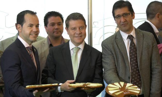 García-Page y Caballero asisten a la inauguración de la Feria Sabores del Quijote de Herencia dedicada al queso manchego