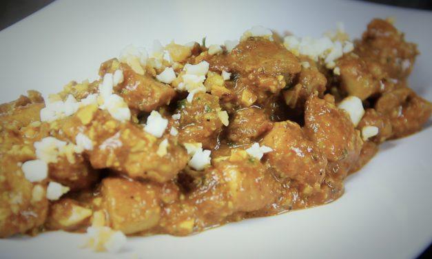 Hoy os mostramos una versión muy especial de un plato tradicional como es el pollo en pepitoria