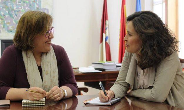 El PSOE de Calzada se reúne con la Delegada de la Junta para abordar las necesidades de los calzadeños