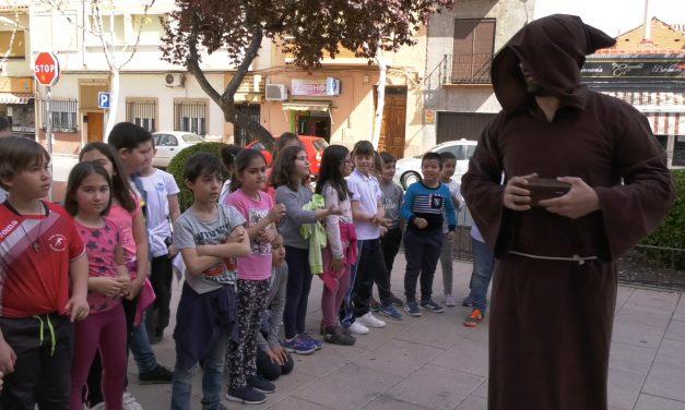"""Más de 700 escolares de Alcázar, Alameda y Cinco Casas participan en """"El Quijote en la calle"""""""