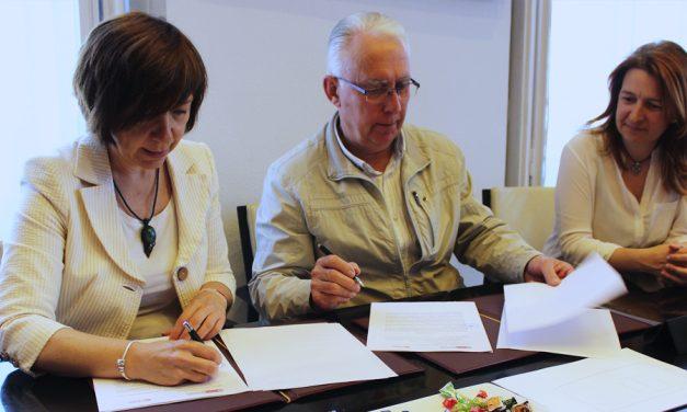 Ayuntamiento y Cáritas renuevan convenio para la atención a las personas más desfavorecidas