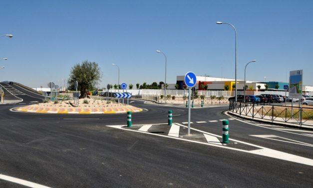 Caballero visita en Manzanares la remodelación de la travesía de la carretera de acceso al colegio Divina Pastora