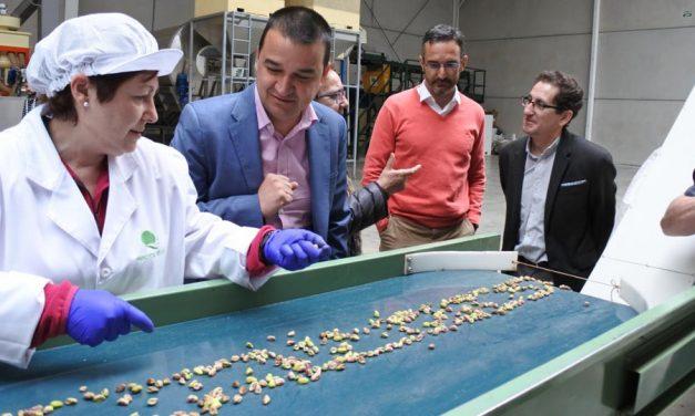 El Gobierno regional impulsa la creación de una asociación para la promoción del pistacho de Castilla-La Mancha que creará una marca colectiva