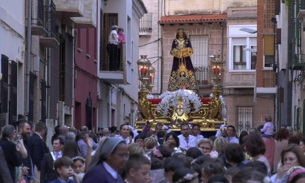 La lluvia desluce la procesión de la Pascua de Jesús