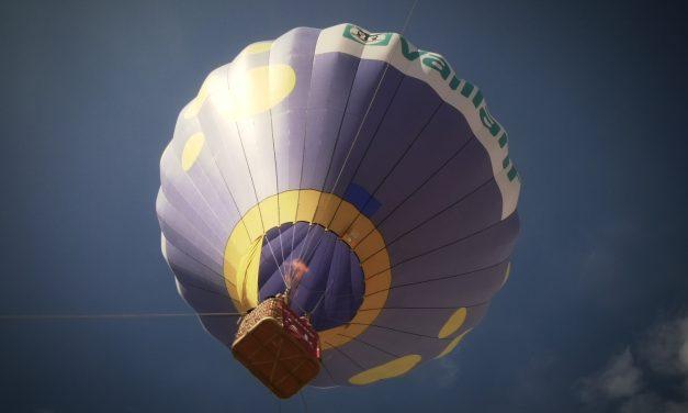 El vuelo en globo cautivo conquista a los alcazareños que han disfrutado de una visión diferente de nuestra ciudad