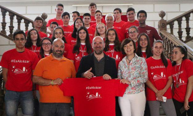 El Ayuntamiento recibe a los cadetes masculino y femenino del Grupo76 Al-kasar que representarán a Castilla-La Mancha en el Campeonato de España