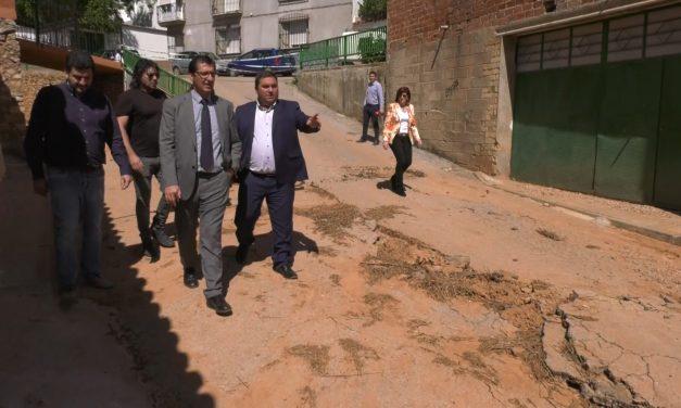 Caballero visita Carrizosa para conocer los destrozos causados por las trombas de agua y el desbordamiento del río Cañamares
