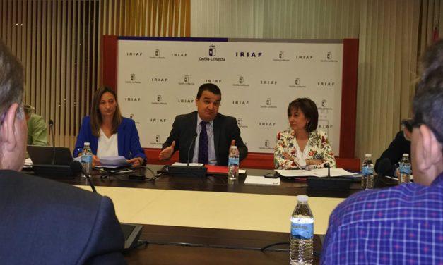 El Gobierno regional impulsará a las bodegas que apuesten por el embotellado a través de la nueva línea de reestructuración del viñedo