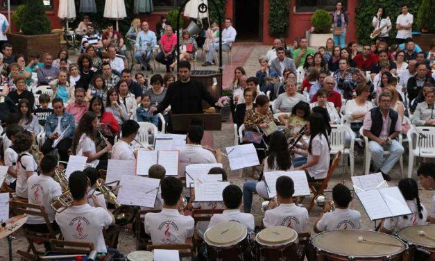 Actuación de la Banda Joven de Alcázar y de la Escuela de Música de Argamasilla de Calatrava en el II Festival de Bandas Juveniles