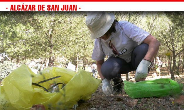 Por un hábitat más limpio, Alcázar de San Juan se ha sumado este sábado a la iniciativa '1 m2 por la naturaleza' del proyecto Libera