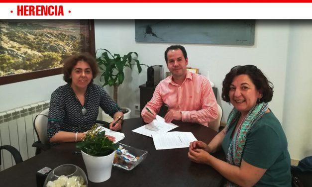 El Ayuntamiento de Herencia y Cruz Roja renuevan el convenio de colaboración para desarrollar nuevos programas sociales