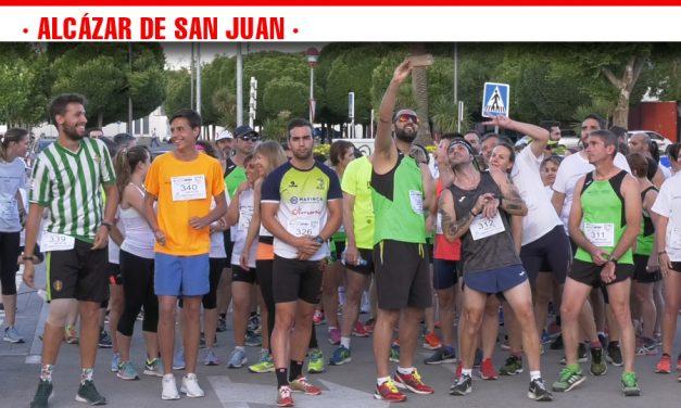 La Carrera Nocturna por el Sorteo del Oro de Cruz Roja, reúne a más de 100  participantes  por una causa solidaria en su tercera edición