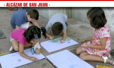 El XIII Certamen Infantil y Juvenil de Dibujo Nocturno José Luis Samper, reúne un gran número de niños y niñas de todas las edades