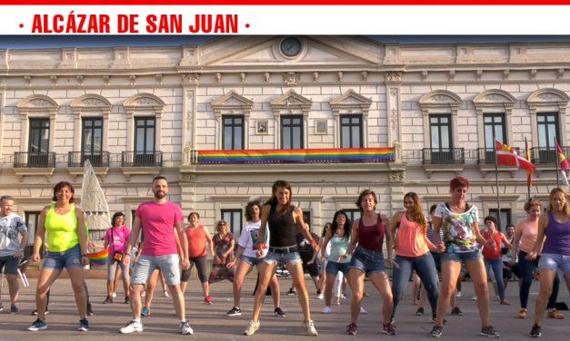 Un flashmob por la libertad, el amor y la igualdad real en la celebración del Orgullo LGTBI