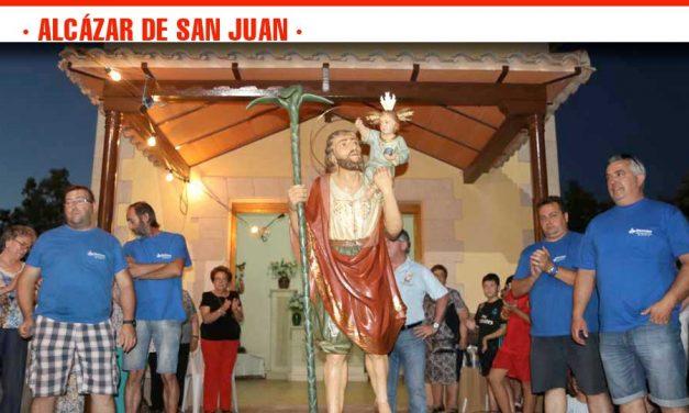 La festividad de  San Cristóbal congrega a un millar de vehículos en la procesión hasta la ermita
