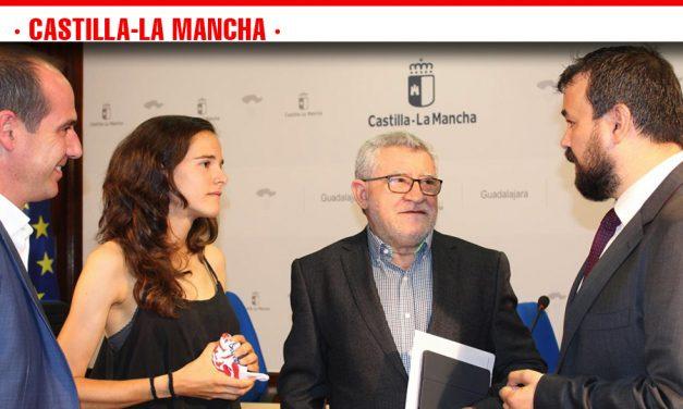 El Gobierno regional simboliza en Ana Lozano la felicitación a todos los deportistas de la región que han obtenido éxitos en los últimos días