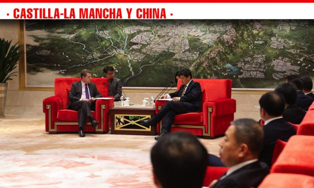 El presidente de Castilla-La Mancha expresa su disposición a impulsar el hermanamiento entre Toledo y la ciudad de Chengdu