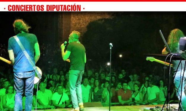 """""""La Unión"""" convierte Torrenueva en templo de éxitos «ochenteros» versionados con oficio y madurez"""