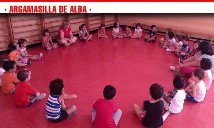 Más de un centenar de niños y niñas participan en la Escuela de Verano