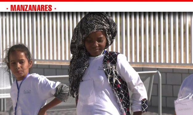 El presidente de la Diputación recibe en Manzanares a los niños saharauis que participan en el Programa Vacaciones en Paz