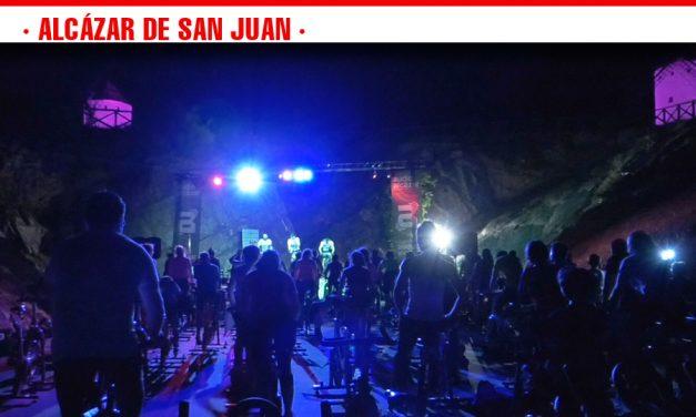 La II Master Night Cycling benéfica organizada por Las Supernenas congrega a más de un centenar de deportistas en el auditorio del Cerro de San Antón