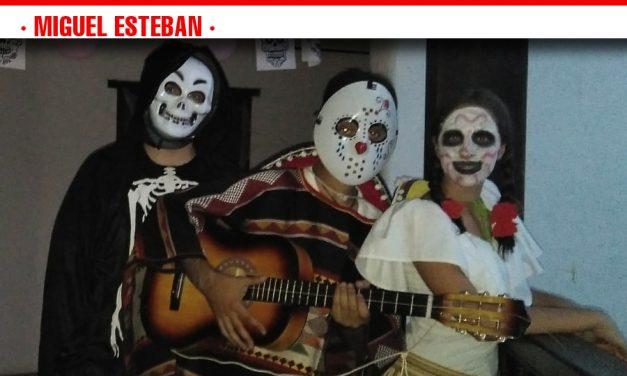 Más de 300 personas vivieron la Fiesta de los Muertos en la 'Noche del Terror'