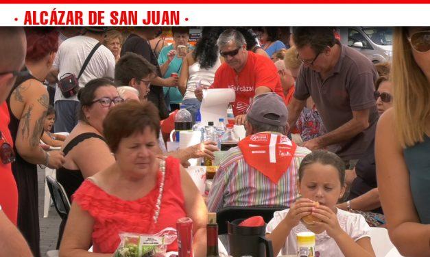 Numerosas cuadrillas inundan la Plaza de España con las demostraciones gastronómicas en torno a la música en la Feria de Día de Alcázar de San Juan