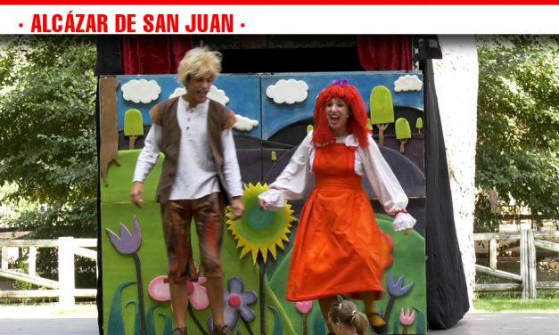El público infantil llena de risas y aplausos el Parque Alces con la entrañable historia de Hansel y Gretel