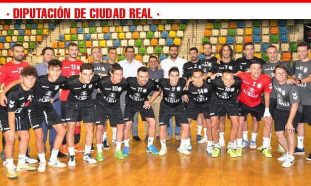 Caballero felicita a jugadores, directivos y técnicos del 'Viña Albali Valdepeñas' por su ascenso a División de Honor