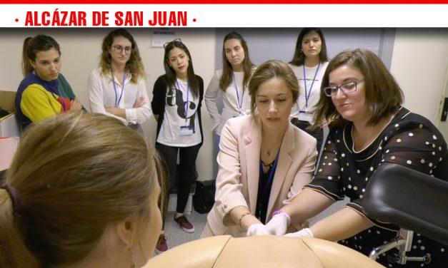 Residentes de toda Castilla-La Mancha realizan talleres prácticos de Ginecología y Cirugía con un simulador en el Hospital Mancha Centro