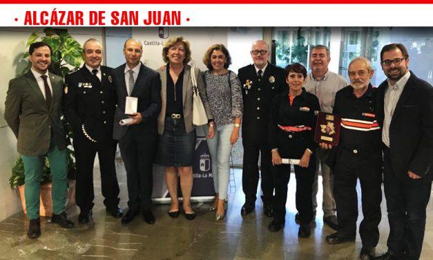 Los voluntarios de protección civil  de Alcázar han recibido una distinción por su trayectoria de más de 30 años