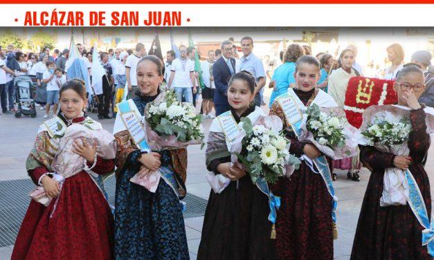 Alcázar de  San Juan rinde homenaje a su patrona la Virgen del Rosario con la tradicional ofrenda floral en la Iglesia de Santa María