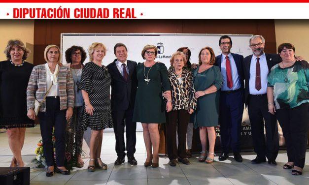 Caballero demanda y reivindica las pensiones para las amas de casa por la aportación de este colectivo al desarrollo del país