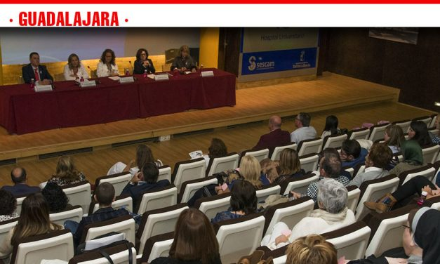 Pacientes, familiares y profesionales comparten conocimientos y vivencias en la V Jornada de Puertas Abiertas de Cáncer de Mama de Guadalajara