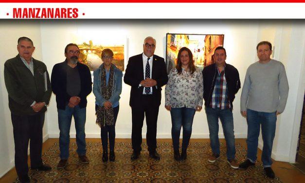 Julián Nieva inaugura la exposición del IV Certamen de Pintura Rápida 'Entorno Manzanares'