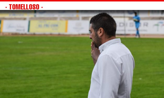 """Julián Espinosa, técnico del Atlético Tomelloso: """"El empate no es justo, mi equipo es el único que ha intentado ganar"""""""