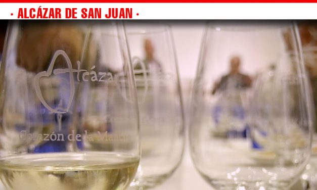 La cata 'Hablemos de vino y catémoslo' acerca la cultura del vino a un público más joven