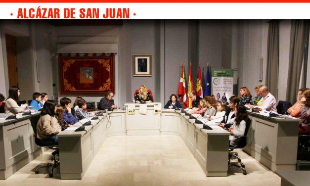 El salón de Plenos del Ayuntamiento acoge la celebración del Consejo de la Infancia y Adolescencia promovido por la conmemoración del Día Internacional de los Derechos del Niño